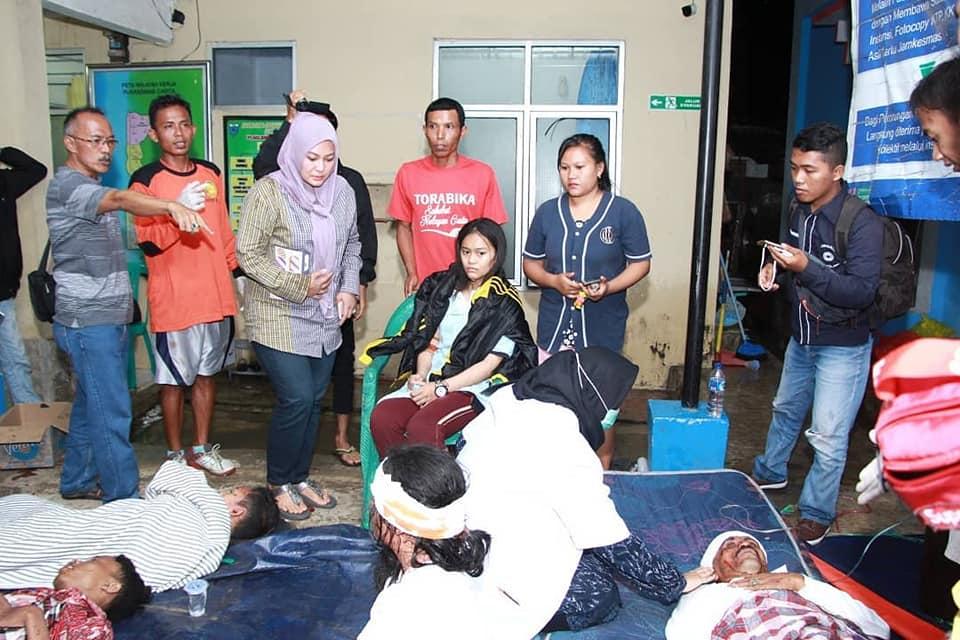 Bupati Irna Turun Langsung Evakuasi Korban Banjir Rob