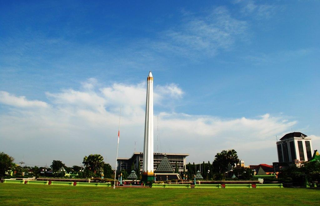 Berwisata sambil Mengenal Sejarah Tugu Pahlawan Surabaya