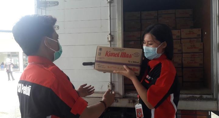 Sinar Mas Land Salurkan Bantuan Minyak Goreng Sebanyak 3.240 Liter bagi Warga Terdampak Covid-19