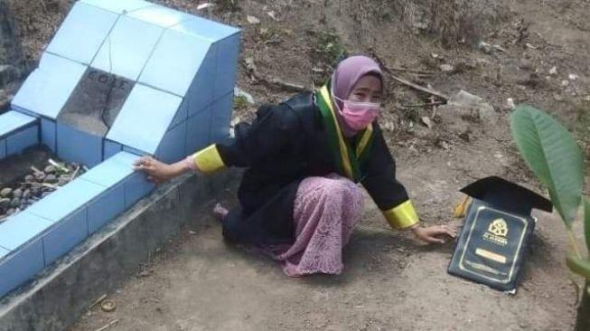 Kisah Yatim Piatu Sukses Jadi Sarjana Setelah Mengamalkan Surah al-Waqi'ah dan Sholat Dhuha