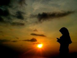 Yakinlah Pada Allah Sebanyak Mungkin, Agar Kesedihan yang Kamu Rasakan Tidak Menjeratmu Dalam Derita