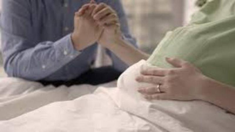 Ini Manfaat Luar Biasa Memegang Tangan Suami Saat Istri Melahirkan