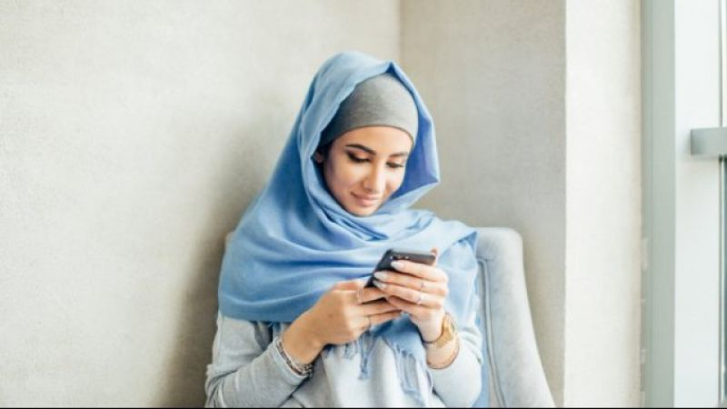 5 Tanda Pasangan Tidak Bahagia Disebabkan Kebiasaanmu Main Sosial Media
