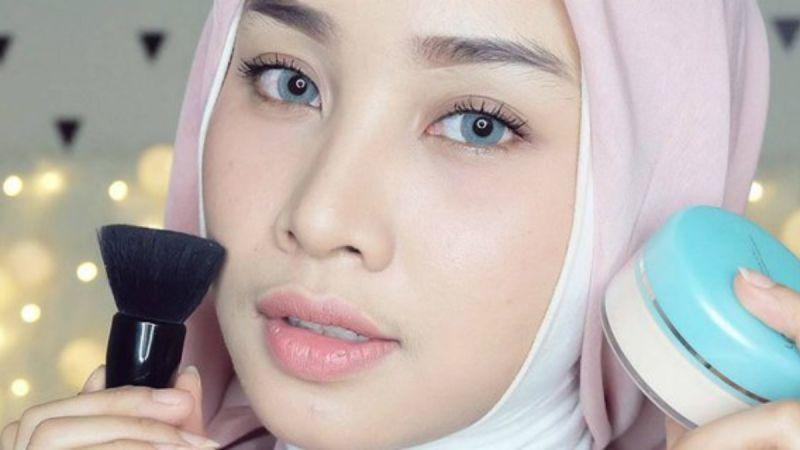 Untuk Wajah Mudah Berkeringat, Ini Tips Pakai Make Up Agar Tahan Lama