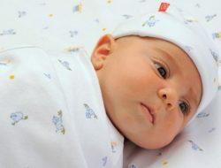 3 Manfaat Bedong Pada Bayi, Bunda Harus Lakukan Ini