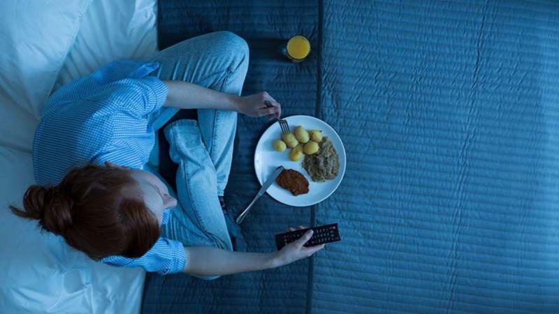 3 Tips Makan Tengah Malam Tapi Tidak Bikin Gemuk