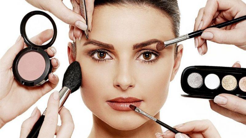 7 Cara Make Up Ini Justru Memunculkan Jerawat di Wajah