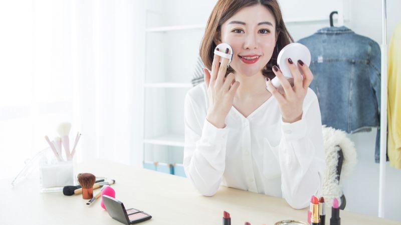 Ini 9 Kesalahan Umum yang Sering Wanita Lakukan Saat Pakai Make Up