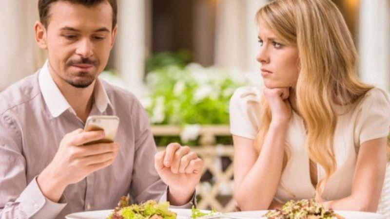 Bukan Karena Bosan Dengan Pernikahan, Ini Penyebab Suami Malas Ngobrol Sama Istri