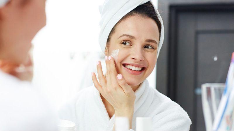 3 Hal yang Harus Dilakukan Sebelum Make Up Biar Wajah Tidak Berjerawat