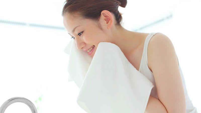 8 Cara Membersihkan Wajah yang Justru Bikin Kulit Jadi Rusak