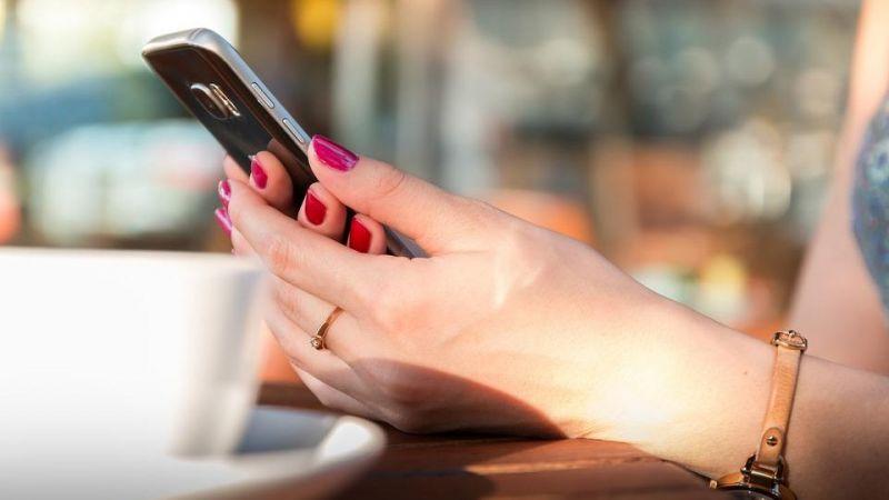 Jika Mantan Masih Suka Stalking Akun Sosial Mediamu, Begini Cara Menghadapinya