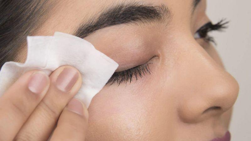 Jangan Membersihkan Wajah Dengan Tisu Basah, Ini Bahayanya