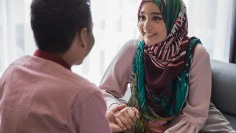 Ini 3 Kewajiban Utama Seorang Istri Kepada Suami Setelah Menikah