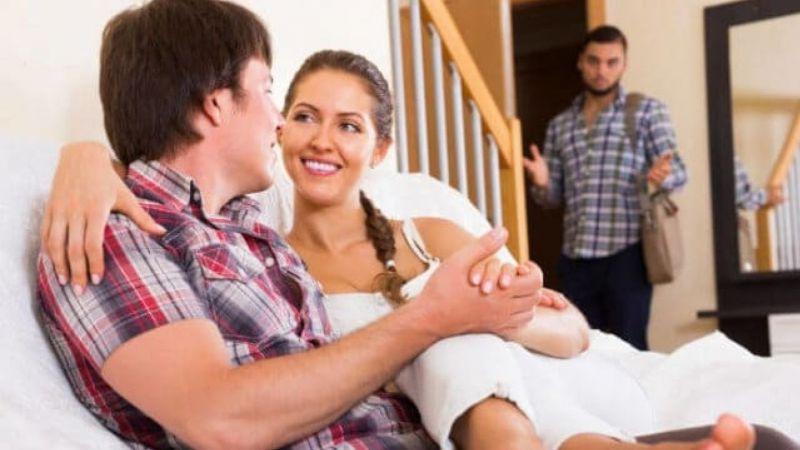 Suami Harus Tahu, Ini 4 Tanda Kalau Istri Selingkuh Dengan Pria Lain