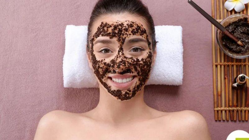 Rutin Pakai Masker Kopi Untuk Wajah dan Rasakan 7 Manfaatnya Ini