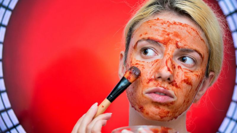 5 Manfaat Masker Tomat Bagi Kulit Wajah, Bisa Mencegah Penuaan Dini