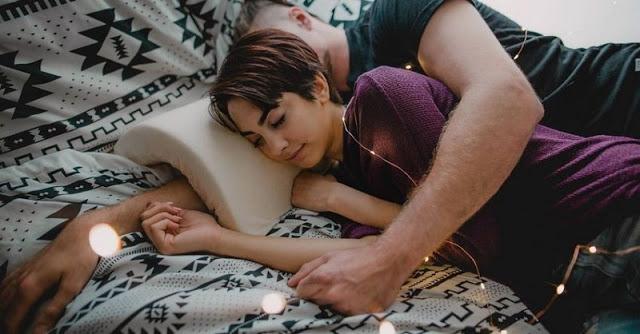 Rugi Jika Suami Tidak Memeluk Istri Setiap Hari Ketika Tidur, Ini 7 Manfaatnya